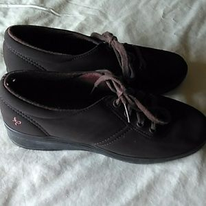 Grasshopper lace up brown suede shoes 6.5